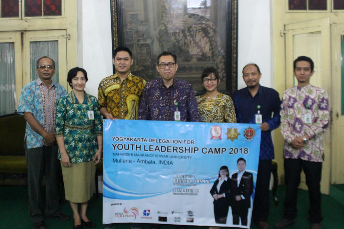 Mahasiswa UWM Mengikuti Youth Leadership Camp di India